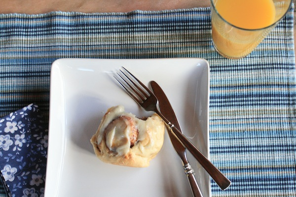 cinnamon roll, quick and easy!--at thegrommom.com