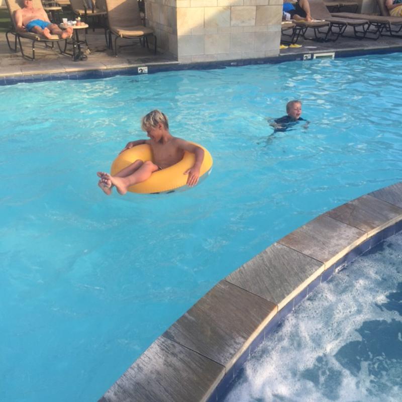 Luke pool ES Waikiki